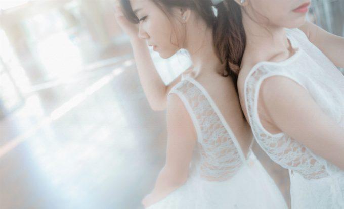 「胸・デコルテのニキビ」でお洒落な服、水着を着られずに悩んでいる女子は多い