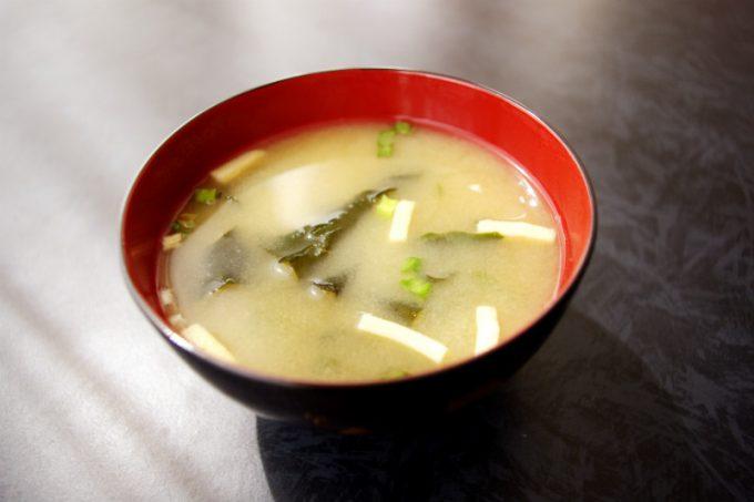 空腹を紛らわすのに味噌汁が最適